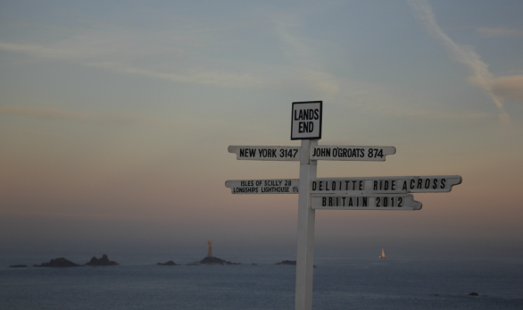Picture of the distances sign at Land's End